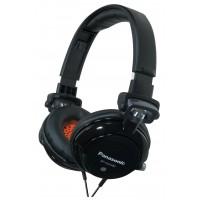 Le casque à écouteurs de rue de DJ avec la basse accordée et fait pivoter le mécanisme noir