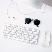 Souris sans Fil Rechargeable, Mini Souris Optique sans Silence Click, Ultra Mince 1600 DPI pour Ordinateur Portable, PC, Ordinat